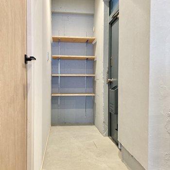 玄関部分もこの広さ!シューズボックスは可動式です。
