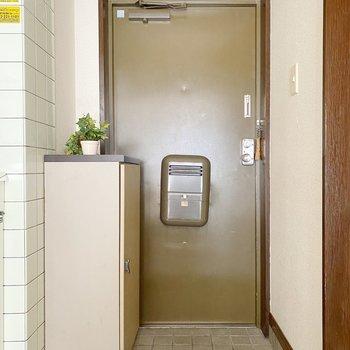 玄関はコンパクト。スタメン1、2足くらいが丁度いいかな。