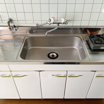 このサイズのお部屋にしては大きめのキッチン!シンク広めなので洗い物も楽チンです。