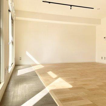 【モデルルーム画像】窓の手前部分をサンルームに変更することもできます