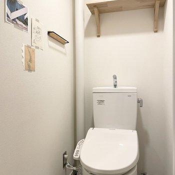 【モデルルーム画像】ウォシュレット付きトイレ新設(小物のカラーはカスタマイズ可能)
