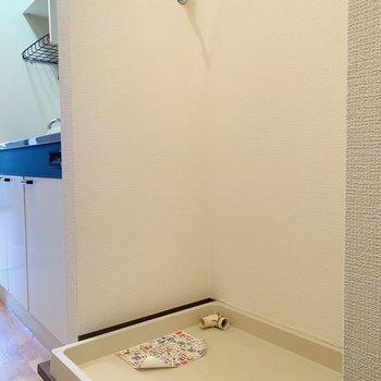 キッチンの右側には洗濯機置き場。(※写真は2階の同間取り別部屋のものです)