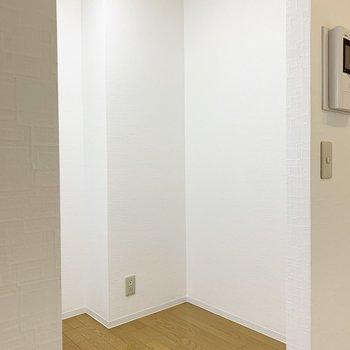 後ろのスペースもしっかりとられていますので、キッチン家電や食器もゆったり収まりそう◎ (※写真は1階の同間取り角部屋のものです)