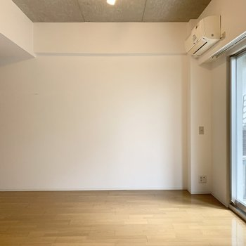 真っ白な壁もあるので家具の配置もしやすいですね◎ (※写真は1階の同間取り角部屋のものです)
