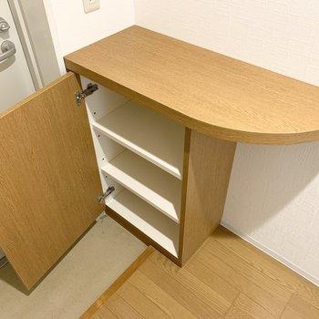 シューズボックスは少し小さめ。お隣に持参で並べるのもおすすめです。 (※写真は1階の同間取り角部屋のものです)