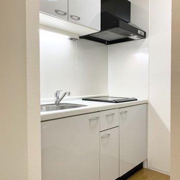 キッチンがちょっとした独立空間になっているのもうれしいポイントですね。 (※写真は1階の同間取り角部屋のものです)