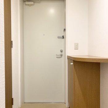 さて、室内の最後は玄関を。 (※写真は1階の同間取り角部屋のものです)