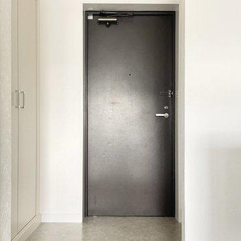 ゆったり玄関で、シューズもいくつか出して置けます。