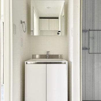 スマートなデザイン洗面台です。