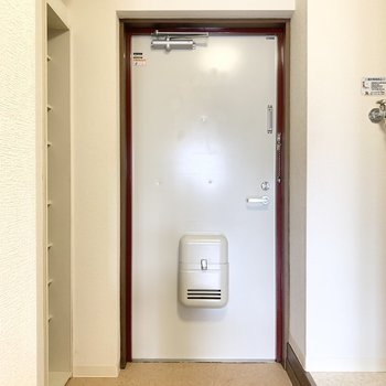 玄関はゆとりがあります。※写真は3階の同間取り別部屋のものです