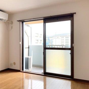 シンプルな内装で落ち着きがあります。※写真は3階の同間取り別部屋のものです