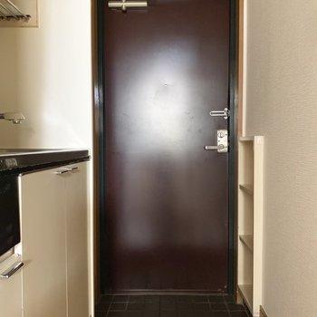 ボルドー色が素敵です。※写真は2階の反転間取り別部屋のものです