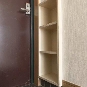 シューズボックス。3足くらいかな。※写真は2階の反転間取り別部屋のものです