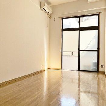 優しい光が差し込みます。※写真は2階の反転間取り別部屋のものです