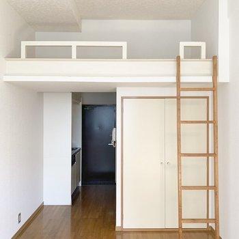 白を基調としていて清潔感がありますね。※写真は2階の反転間取り別部屋のものです