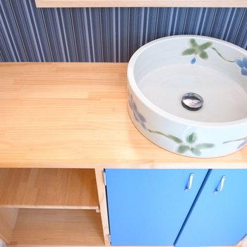 洗面器は陶器製で、こだわりが感じられます♪