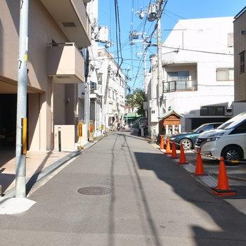 【周辺環境】駅までは徒歩3分ほど!