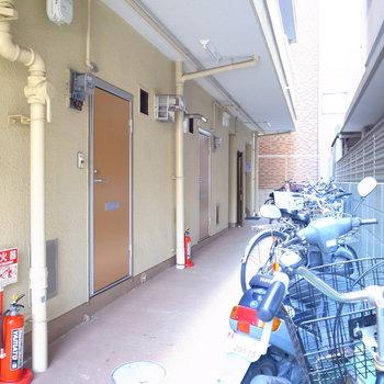 【共用部】自転車は廊下脇に置きましょう。