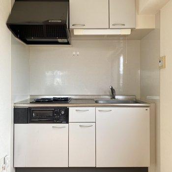キッチンは壁付けだから、インテリアの配置がしやすいんです。(※写真は清掃前のものです)