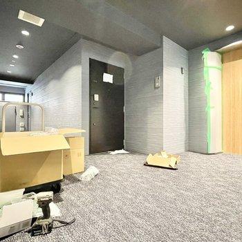【共用部】廊下も落ち着きのある空間に。※現在工事中です