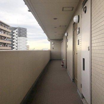 こちらがお部屋前の廊下。