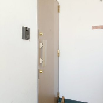 玄関はダブルロックで安心◎