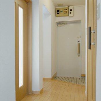 玄関横の奥まった場所に洋室がもう1部屋。