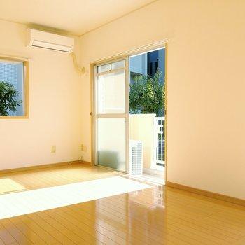 二面窓が嬉しい。エアコン付きですよ!