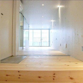 縦長です。※写真は3階の反転間取り別部屋のものです