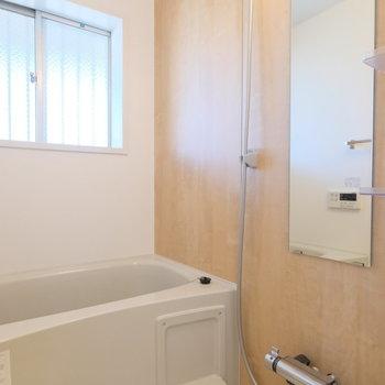 浴室は木目シートで暖かく※写真は前回募集時のもの