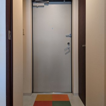 身支度のしやすいゆとりのある広さの玄関スペース。