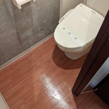 温水便座機能つきのトイレです。