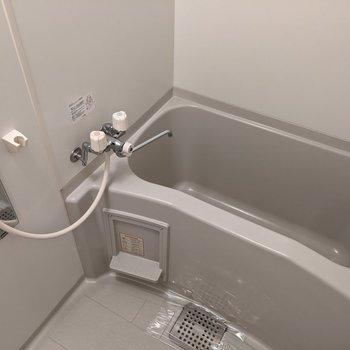 ゆったりと浴槽に浸かることができます。
