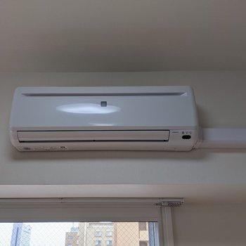 【洋室】エアコンで暑い夏も涼しく暮らせますね。
