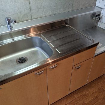 【LDK】清潔感のあるキッチンです。