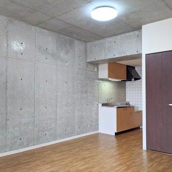 【LDK】壁のこちら側は全面がコンクリですよ!