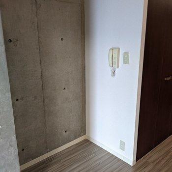 【LDK】こちらのスペースには本棚、家電棚などを置くと良さそうです。