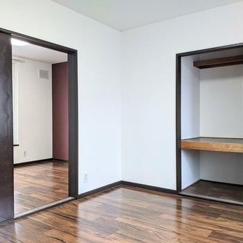 【キッチン側洋室】寝室として使うといいですね。