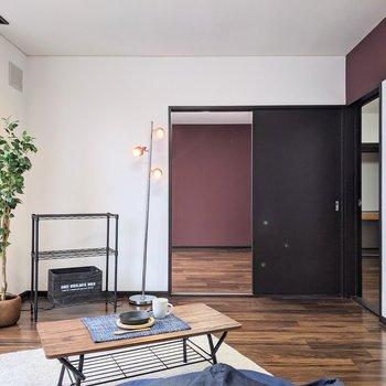 【LDK】約8帖の広さなのでゆったりめです。※家具はサンプルです