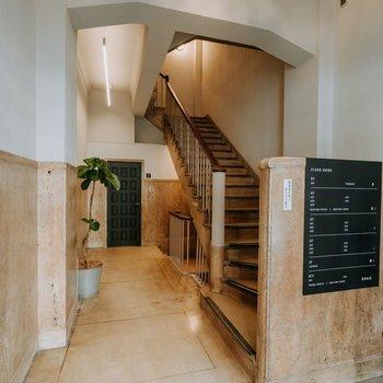 レトロな階段。運動になります
