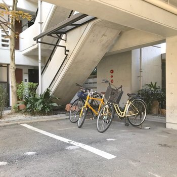 駐輪スペースはこちらに。