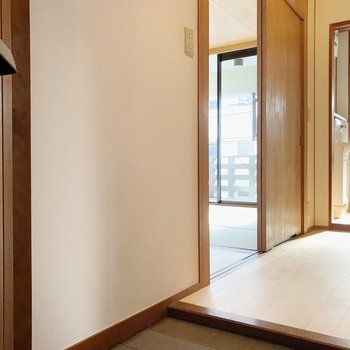 玄関入ってすぐに水回り。居室とはしっかり分かれていて使いやすそう。