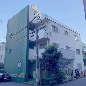 こちらの3階建てマンション!
