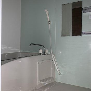 お風呂はシンプルな作り。※通電前につきフラッシュを使用しています