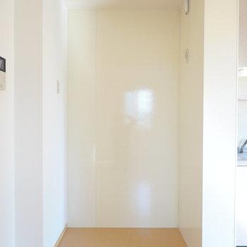 家電置き場もたっぷり用意されています。お好きな家電を選びましょう。(※写真は1階の同間取り別部屋のものです)