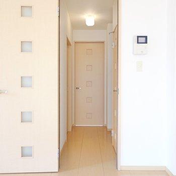 廊下からその他のお部屋へ。(※写真は1階の同間取り別部屋のものです)