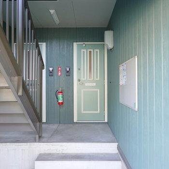 外観と同じく、玄関もアンティーク調で可愛らしい。