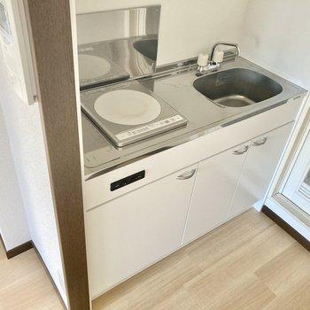 キッチンは1口IHコンロ。食器は使った都度洗うのが良いかも...!!
