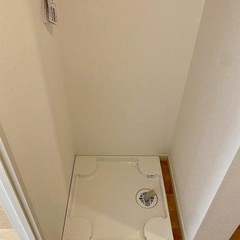 左サイドには洗濯機置場が。