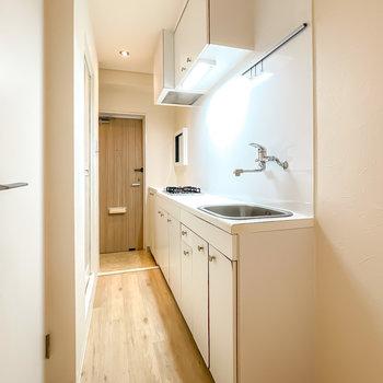 キッチンも可愛らしいデザインで統一されています。